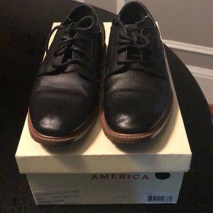 Perry Ellis boys size 1 shoes. ⭐️